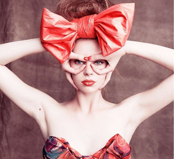 ilovegreeninsp_00_girl_with_red_big_bow